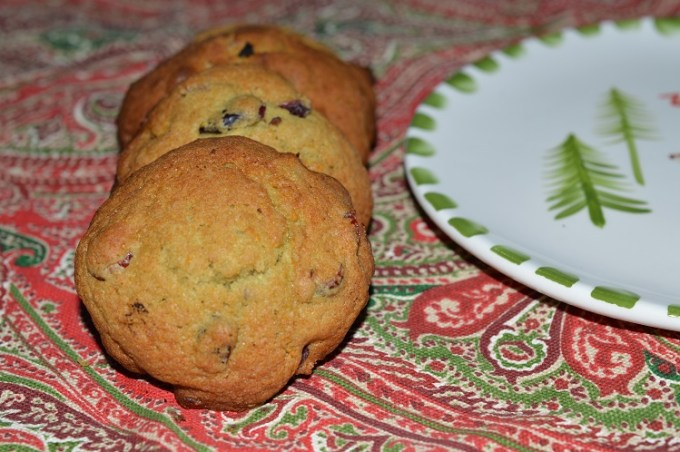 Boozy cranberry cookies / SHE-EATS