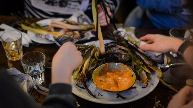 Dipping calcot onions in to sauce / Calçotada in Manchester with Lunya / SHE-EATS