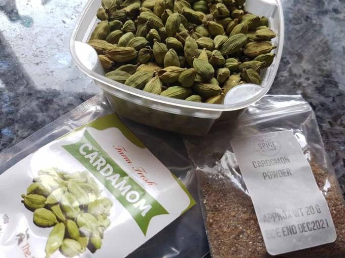 Cardamon pods, bag of cardamon pods and cardamon powder