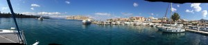 we arrived in Perika on Aigina island, a lovely bay used as harbour by fisherman and yachts, in the back the island of Moni