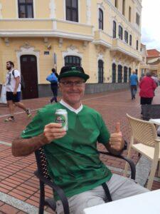 """am Strand gibt es leider kaum Cruzcampo, also """"müssen"""" wir halt ein Heineken trinken ;-)"""