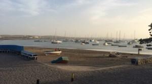 Strand von Palmeira und die Bucht voll mit Schiffen - ganz vorne links ein besonders schönes ;-)