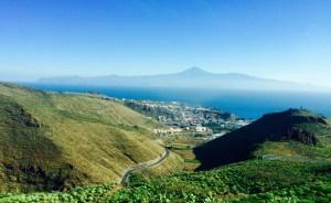 San Sebastian de la Gomera mit Teneriffa im Hintergrund