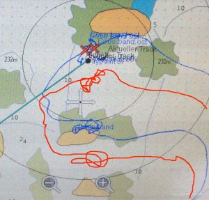 our regular navionics charts don´t help anything here, in blue the real track, in red what we went in lrelation to the map