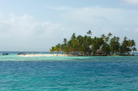 welcome to paradise, the small palm island next to our anchorage is populated by day tourists from 9 am to 3 pm,