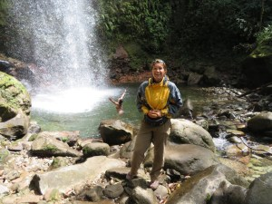 I am happy about my rain jacket while the French girl behind me enjoys the cold water of the waterfall...