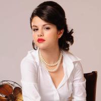 Selena Gomez  Magazine September 2011- Red Lipstick Glamour Sunglasses