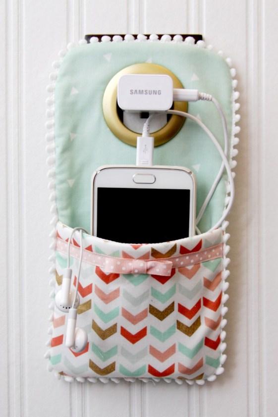 Tự làm túi đựng điện thoại khi cắm sạc