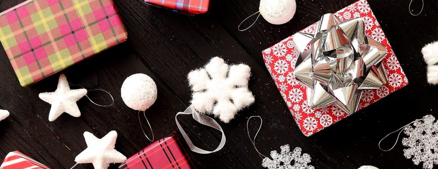 christmas-gifts-and-decorations-ZED9PQC