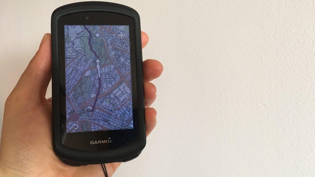 Navigationsgerät Garmin mit dem Stadtplan von Sofia sowie dem Track nach Rila.