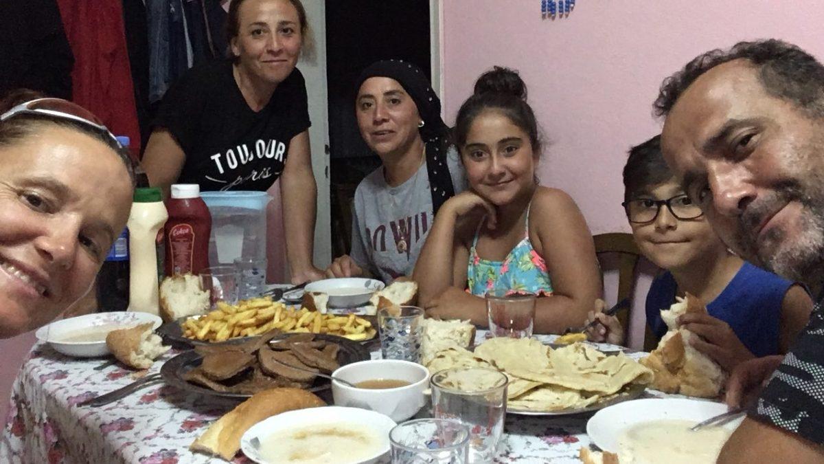 Was für ein schönes Erlebnis: Yasmin und Sefer behandeln mich, als ob zu ihrer Familie gehören würde.(Bild: Andrea Freiermuth)
