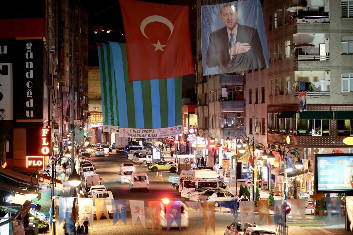 Erdogan und die Türkei: Wo man auch fährt, früher oder später kommt man am Konterfei des umstrittenen türkischen Staatspräsidenten vorbei. (Bild: Martin Bichsel)
