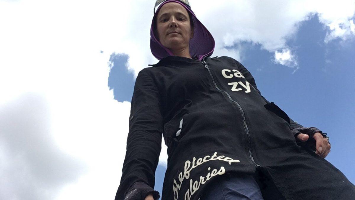 Mein Velo-Outfit im Iran: Bikehosen unter einem schwarzen Kittel, der bis fast zu den Knien reicht. (Bild: Selfie)