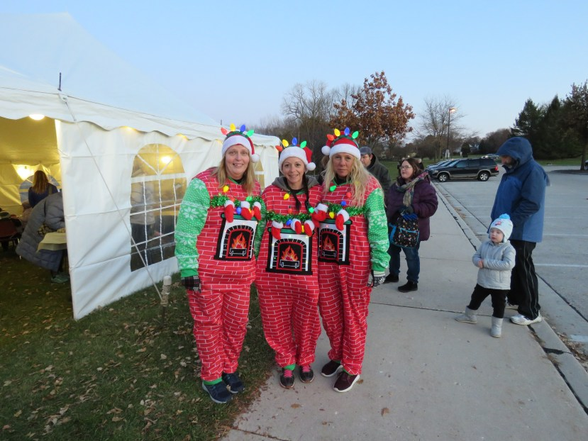 holiday lights costumed runners