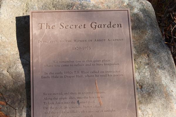 Garden plaque dedicate to the women of Abbot