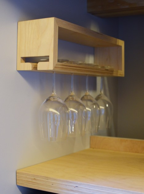 Wine glass organization