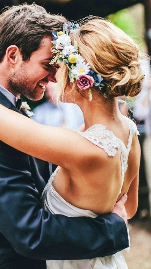 flower-crown-relaxed-bride