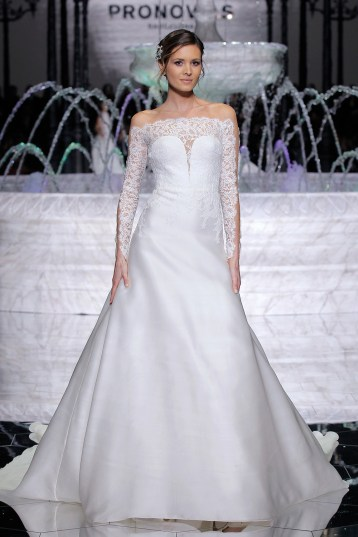 PRONOVIAS-FASHION-SHOW_Rumba