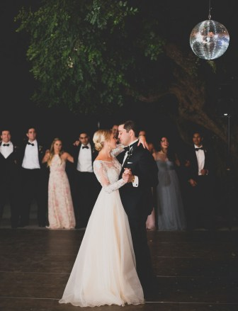 https://greenweddingshoes.com/bohemian-black-tie-hollywood-wedding-lindsey-saman/