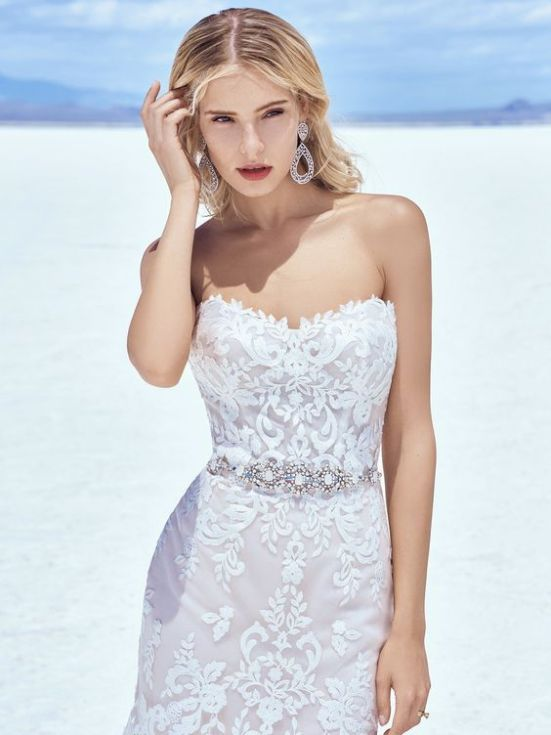 These dress tricks will make you slimmer on your wedding day