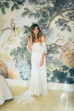 https://junebugweddings.com/wedding-blog/this-oakleaf-cottage-wedding-perfectly-nails-free-spirited-sophistication/