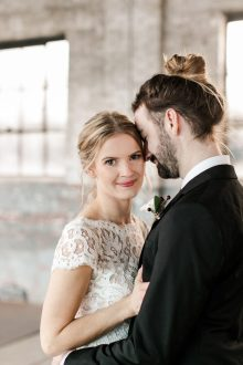 https://junebugweddings.com/wedding-blog/this-wedding-at-the-glass-factory-proves-that-minimalism-can-be-totally-romantic/