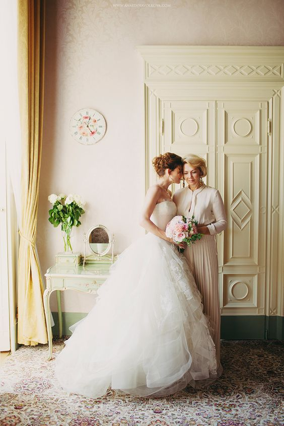 12 Reasons You shouldn't bring too many people to your Bridal appointment | Sheer Ever After | Your online maid of honor