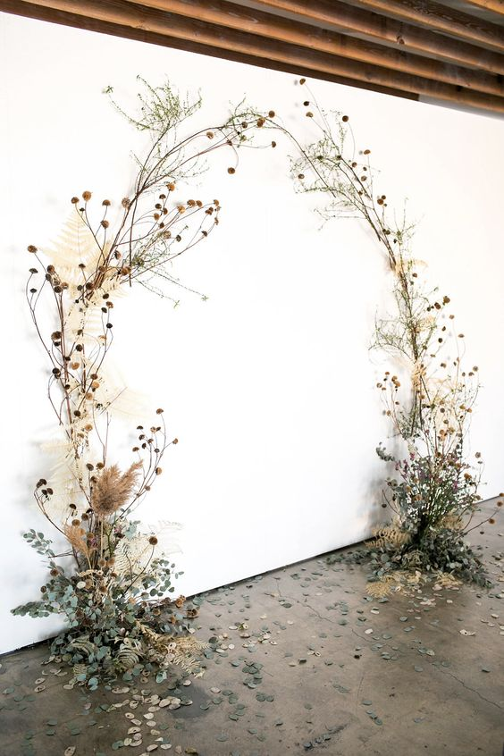 https://ruffledblog.com/wild-wispy-overgrown-wedding-flowers/