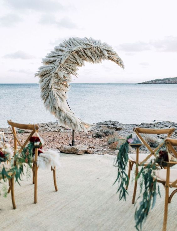 https://greenweddingshoes.com/21-unique-way-include-pampas-grass-wedding-decor/