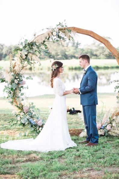 https://www.weddingchicks.com/blog/free-spirited-bohemian-wedding-ideas-at-the-wildflower-l-15258-l-41.html