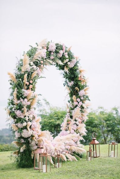 https://www.theweddingscoop.com/features/Circular_Floral_Arches_Why_Your_Wedding_Ceremony_Needs_This_New_Trend