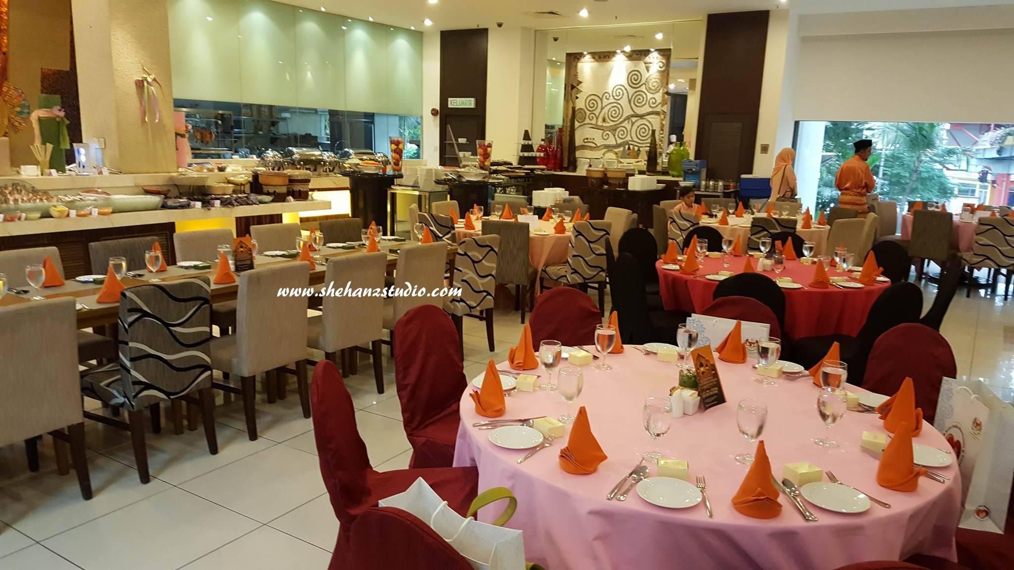 MENU IFTAR DI ZENDE RESTAURANT, SERI PACIFIC HOTEL Kami, team KBBA9 menerima jemputan kali ini untuk bersama-sama berbuka puasa bersama YB Menteri Kesihatan & pengamal media yang lain di sini. Suasana di Zende Restaurant ini sangat selesa dan nampak 'high class'. Sesuai majlis sebegini diadakan di sini.