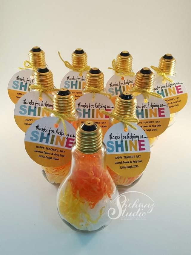 idea hadiah hari guru 2017 - light bulb