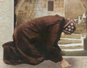 coptic-monk-prostration-matania