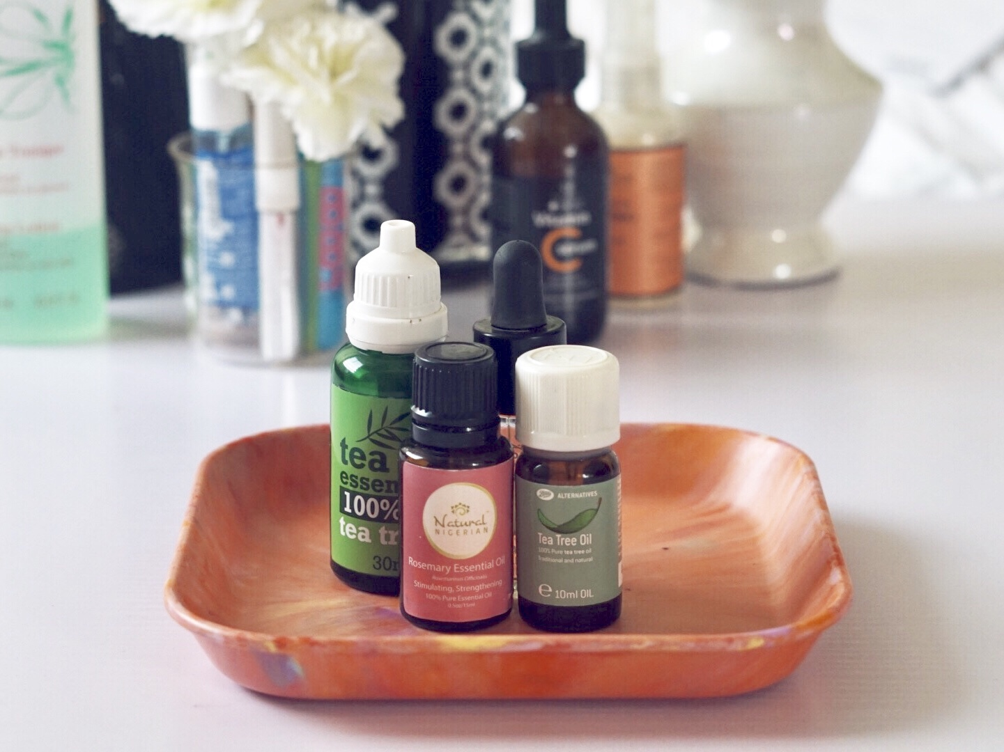 4 Essential oils to treat your acne & oily skin