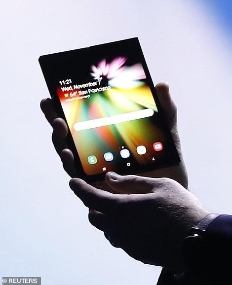 Ky do të jetë telefoni i parë celularë që paloset