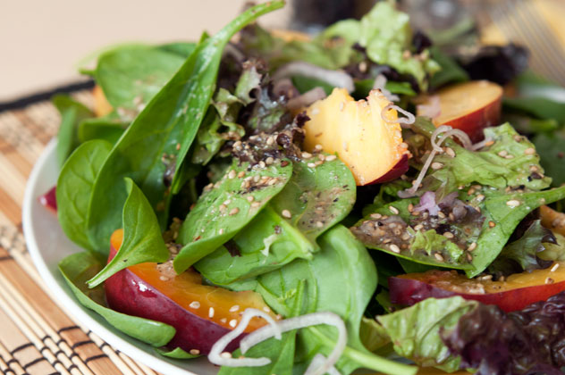 shelikes spinat nektarinen salat mit sesam dressing. Black Bedroom Furniture Sets. Home Design Ideas