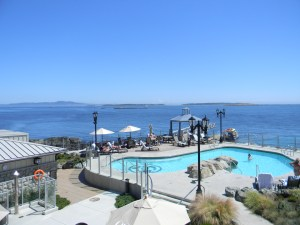 A view of the heated Spa Pool with Ocean Beyond
