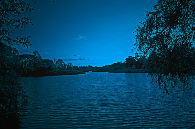 night-lake-1547450