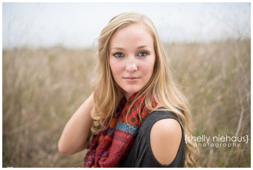 Gorgeous senior girl session with fall colors by Shelly Niehaus Photography | McKinney TX