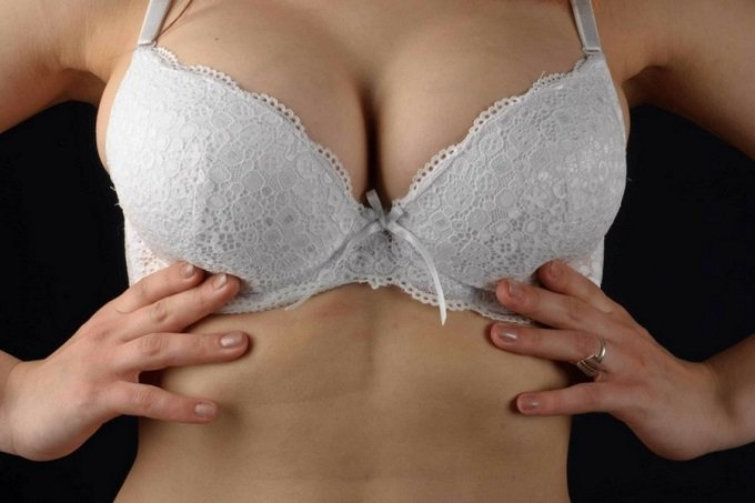 spilling-out-of-bra-cup