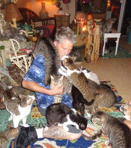 A true cat man at work