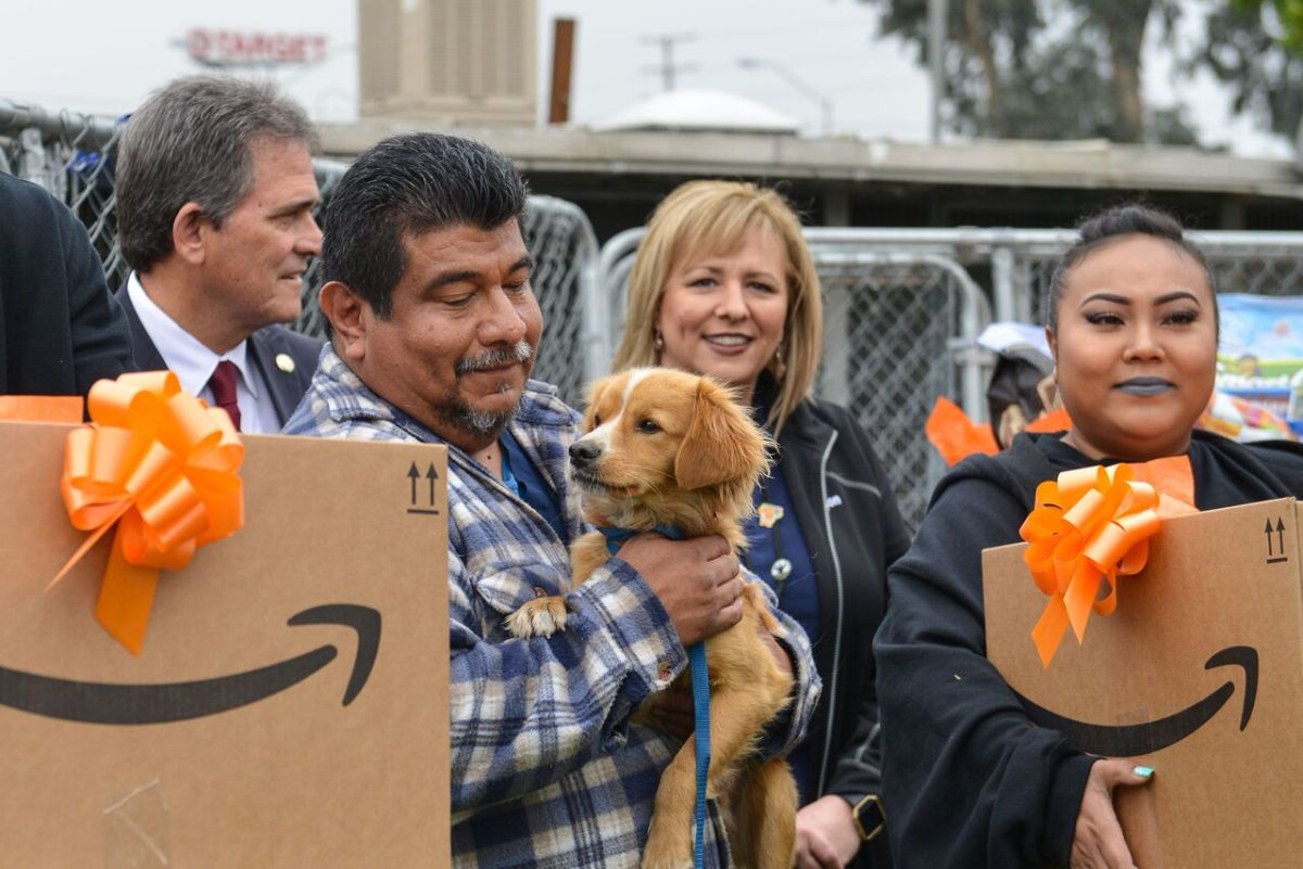 Amazon Delivers $22,000 Worth of Pet Food and Supplies to San Bernardino Animal Shelter