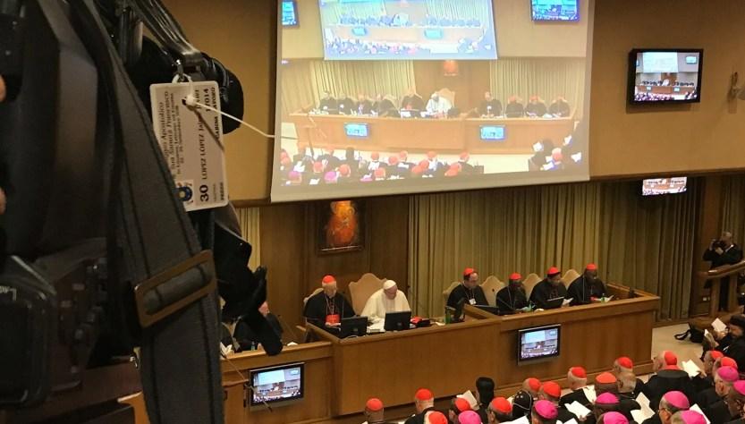 Papa Francesco accoglie i padri sinodali