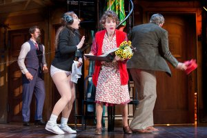 tracee-chimo-noises-off