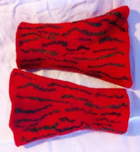 red fingerless mitts 2