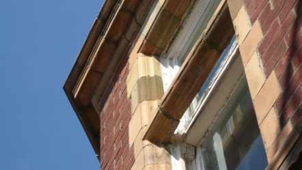 bowing-floating-lintel