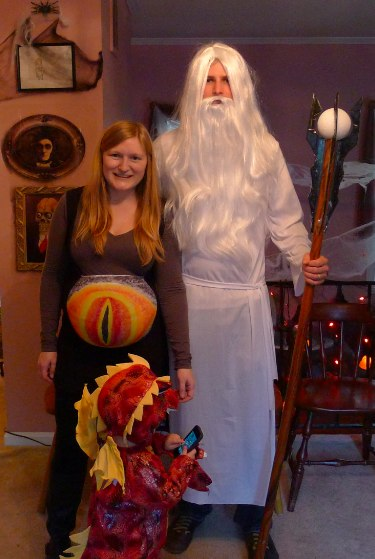 Tolkein Villains Family Costumes: Eye of Saruon Maternity Costume, Saruman the White and Smaug the Dragon