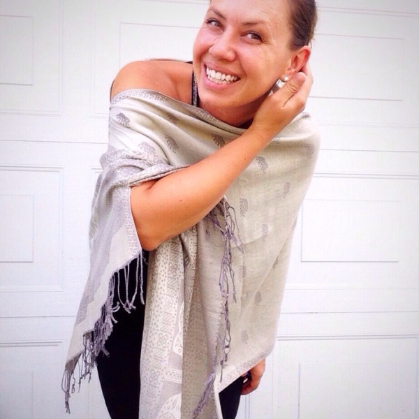 Oversized poncho in sliver with a slight hint of khaki green