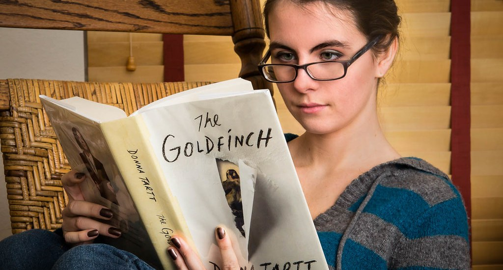 Goldfinch, Donna Tartt, reading, young woman
